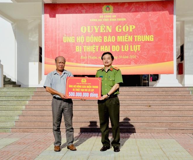 Công an Bình Thuận quyên góp 500 triệu đồng ủng hộ đồng bào miền Trung