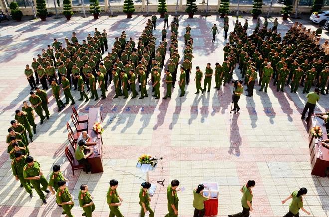 Công an Bình Thuận quyên góp 500 triệu đồng ủng hộ đồng bào miền Trung - Ảnh minh hoạ 2