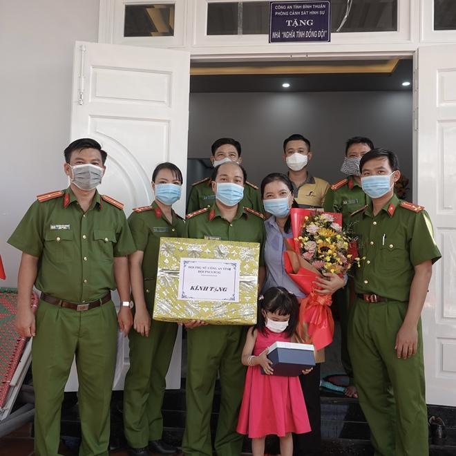 Công an Bình Thuận trao nhà nghĩa tình đồng đội