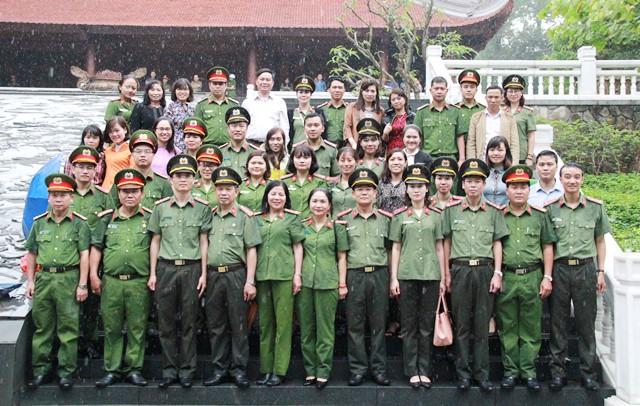Công đoàn Tổng cục Chính trị CAND báo công dâng Bác tại Khu di tích K9 - Ảnh minh hoạ 3