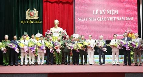 Thứ trưởng Nguyễn Văn Thành chúc mừng Ngày nhà giáo Việt Nam