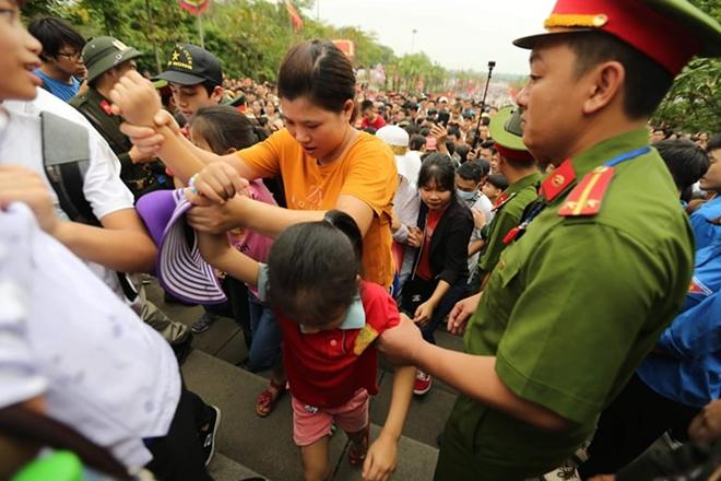 Lực lượng Công an bảo đảm an toàn tuyệt đối cho lễ giỗ Tổ Hùng Vương - Ảnh minh hoạ 9