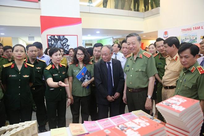 Bộ trưởng Tô Lâm phát động phong trào đọc sách trong Công an nhân dân - Ảnh minh hoạ 10