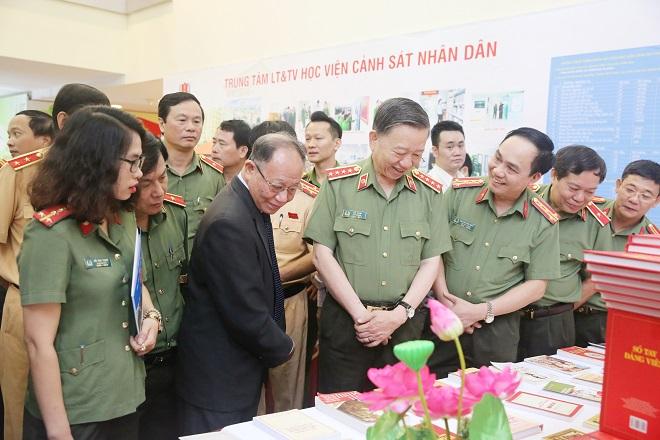 Bộ trưởng Tô Lâm phát động phong trào đọc sách trong Công an nhân dân - Ảnh minh hoạ 4