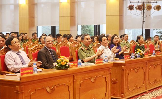 Bộ trưởng Tô Lâm phát động phong trào đọc sách trong Công an nhân dân - Ảnh minh hoạ 2