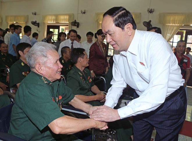 Chủ tịch nước Trần Đại Quang thăm, tặng quà thương binh, bệnh binh tại tỉnh Hà Nam