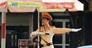 Nữ Cảnh sát giao thông hết lòng phục vụ nhân dân
