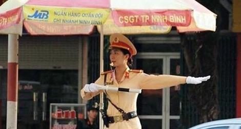 Nữ Cảnh sát giao thông hết lòng phục vụ nhân dân1