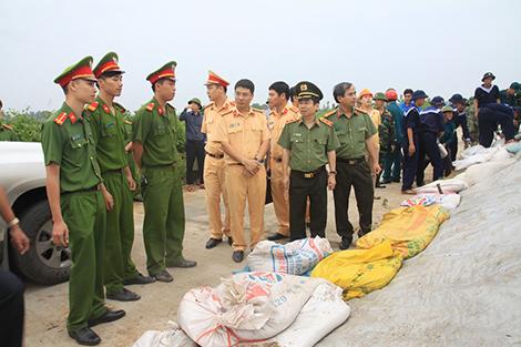 18/10/2016 Lực lượng Công an Hải Phòng và Quảng Ninh ứng trực hạn chế thấp nhất thiệt hại do Bão số 7 gây ra