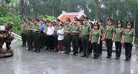 Dâng hương, tưởng niệm Chủ tịch Hồ Chí Minh tại Khu di tích lịch sử K9