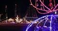 Chi gần 5 tỷ đồng để thắp sáng hơn 530.000 chiếc bóng đèn quanh nhà mùa Noel