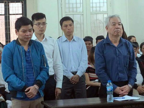 Nhóm cựu cán bộ thuỷ sản tại phiên xử.