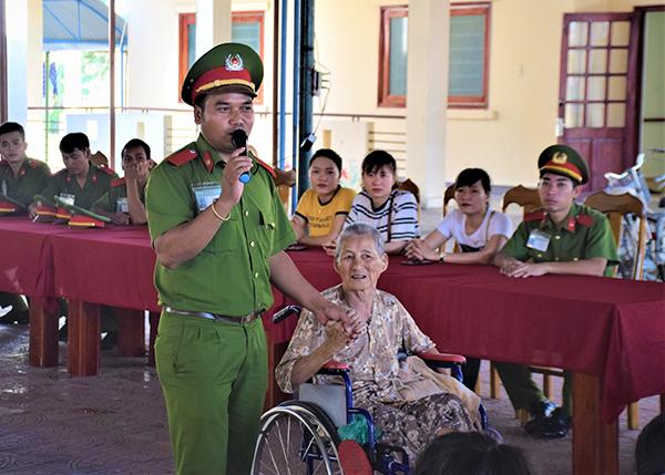 Trường Trung cấp CSND V vui Tết thiếu nhi cùng trẻ em tại Làng Hòa Bình - Ảnh minh hoạ 3