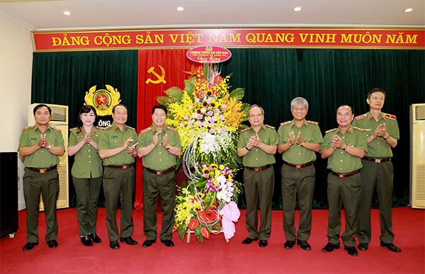 Thứ trưởng Bùi Văn Nam chúc mừng Ngày truyền thống lực lượng An ninh nhân dân - Ảnh minh hoạ 2