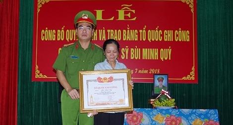 Trap bằng Tổ quốc ghi công cho Liệt sỹ Bùi Minh Quý