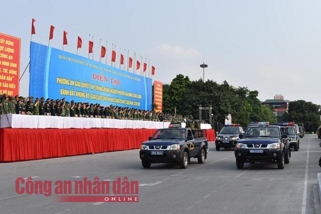 Thứ trưởng Bùi Văn Nam dự diễn tập phương án giải quyết phá rối an ninh - Ảnh minh hoạ 3
