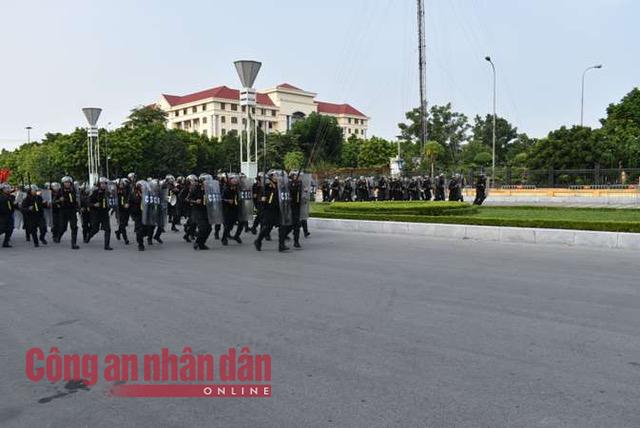 Thứ trưởng Bùi Văn Nam dự diễn tập phương án giải quyết phá rối an ninh - Ảnh minh hoạ 5