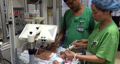 Nữ điều tra viên, đứa trẻ sinh non và câu chuyện cảm động