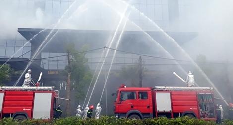 Diễn tập chữa cháy tòa nhà chung cư khu Ngoại giao đoàn