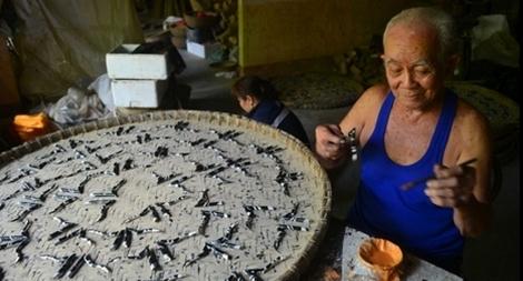 Độc đáo sản phẩm tôm hùm bằng tre