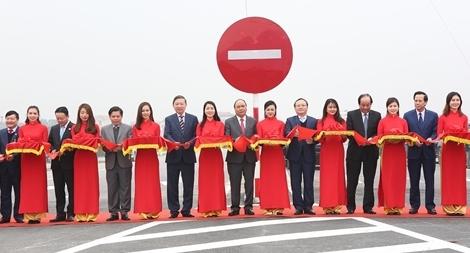Thủ tướng Nguyễn Xuân Phúc phát lệnh thông xe, khánh thành cầu Hưng Hà và tuyến đường bộ nối hai đường cao tốc