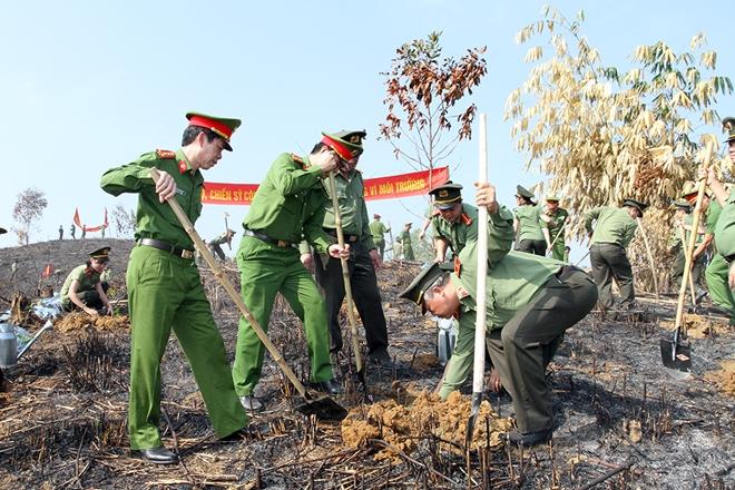 Công an tỉnh Yên Bái tổ chức tết trồng cây ơn Bác