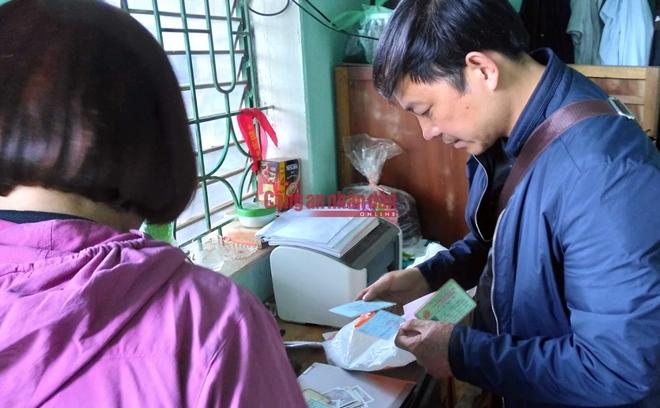 Lực lượng Công an khám xét khẩn cấp nhà cậu ruột của Vương Văn Hùng
