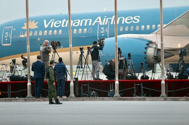 Cục Hàng không Việt Nam cho biết, cơ quan này vừa kiểm tra lần cuối công tác chuẩn bị đón chuyên cơ Tổng thống Mỹ Donald Trump sẽ hạ cánh sân bay Nội Bài trong tối nay (26-2).Đến thời điểm này, các đơn vị đều đã sẵn sàng phục vụ cho lễ đón Tổng thống Mỹ Donald Trum.