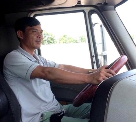 Trưởng Công an xã Trần Hữu Thành xin nghỉ để đi lái xe đầu kéo container.