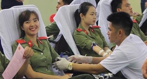 Chiến sĩ CAND hiến máu nhân đạo