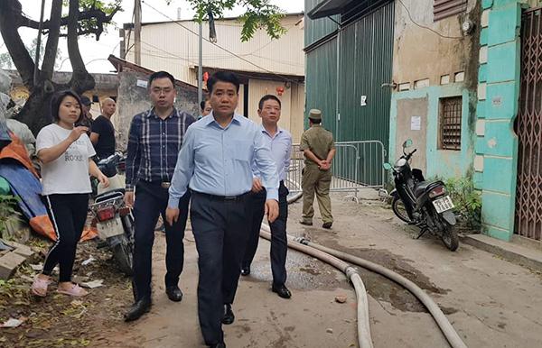 Chủ tịch UBND TP Hà Nội Nguyễn Đức Chung đến hiện trường chỉ đạo phương án khắc phục hậu quả vụ cháy.