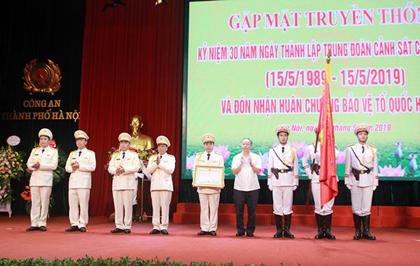 Cảnh sát cơ động CATP Hà Nội đón nhận Huân chương Bảo vệ Tổ quốc hạng Ba