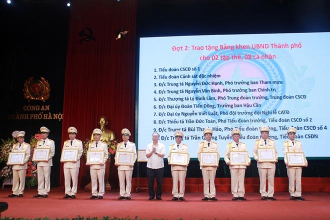Cảnh sát cơ động CATP Hà Nội đón nhận Huân chương Bảo vệ Tổ quốc hạng Ba - Ảnh minh hoạ 2