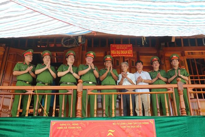 Món quà ý nghĩa của lực lượng CSCĐ đối với gia đình chính sách tỉnh Điện Biên - Ảnh minh hoạ 3