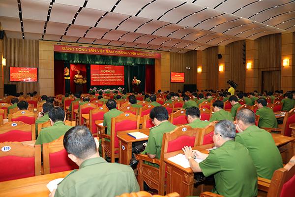 Các đại biểu nghe Thứ trưởng Lê Quý Vương phát biểu chỉ đạo.