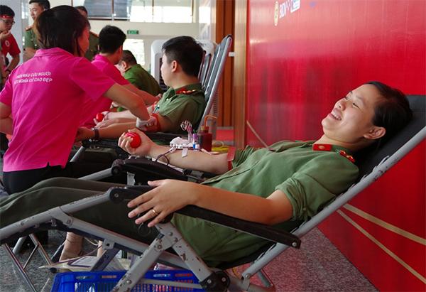 Công an tỉnh Hưng Yên tham gia ngày hội hiến máu tình nguyện - Ảnh minh hoạ 3