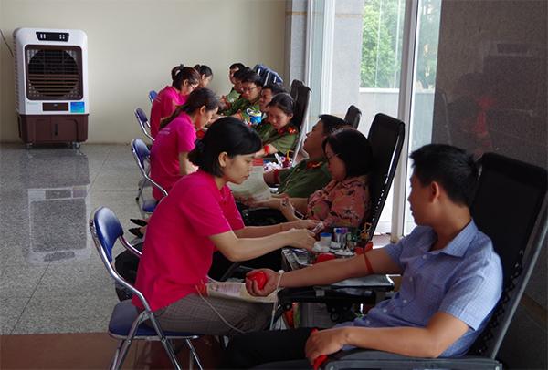 Công an tỉnh Hưng Yên tham gia ngày hội hiến máu tình nguyện - Ảnh minh hoạ 2