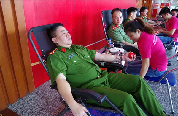Công an tỉnh Hưng Yên tham gia ngày hội hiến máu tình nguyện