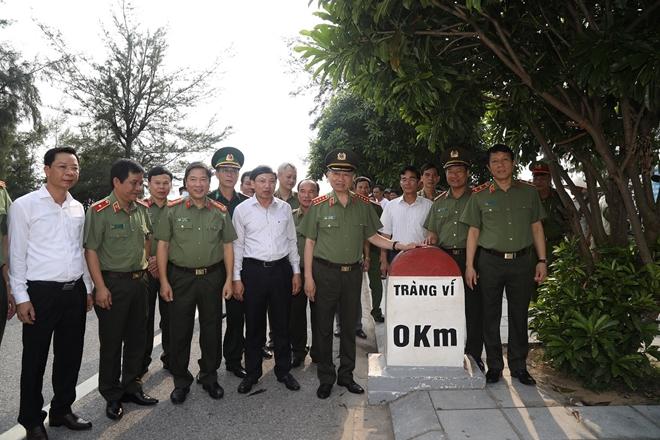 Bộ trưởng Tô Lâm làm việc với Công an TP Móng Cái - Ảnh minh hoạ 7