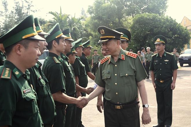 Bộ trưởng Tô Lâm làm việc với Công an TP Móng Cái - Ảnh minh hoạ 6