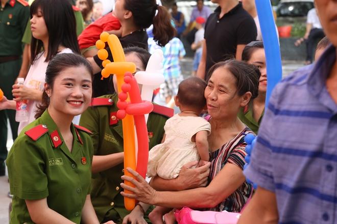 Đoàn viên Công đoàn Học viện CSND mang Tết Trung thu đến với các bệnh nhi - Ảnh minh hoạ 4