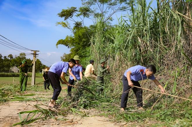 Tranh thủ ngày nghỉ, Công an Hương Sơn giúp dân làm nông thôn mới - Ảnh minh hoạ 6