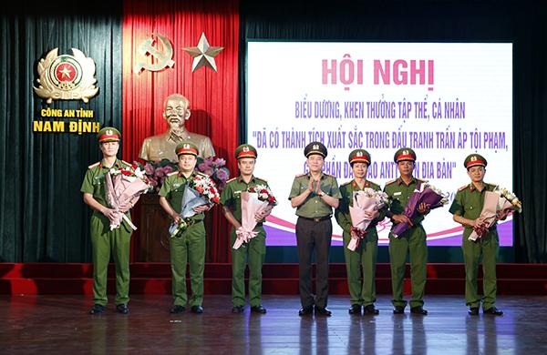 Công an Nam Định khen thưởng 5 tập thể, 26 cá nhân có thành tích xuất sắc - Ảnh minh hoạ 3