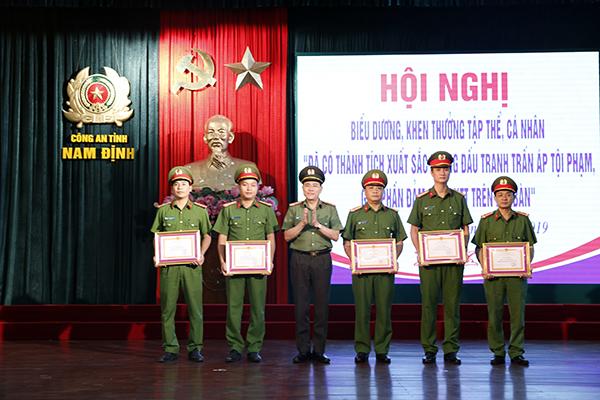 Công an Nam Định khen thưởng 5 tập thể, 26 cá nhân có thành tích xuất sắc