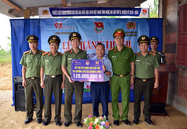 Bàn giao nhà tình nghĩa và khánh thành khu bán trú cho học sinh tại Kỳ Sơn - Ảnh minh hoạ 2