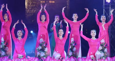Chương trình nghệ thuật chào mừng thành công Đại hội đại biểu MTTQ Việt Nam lần thứ IX