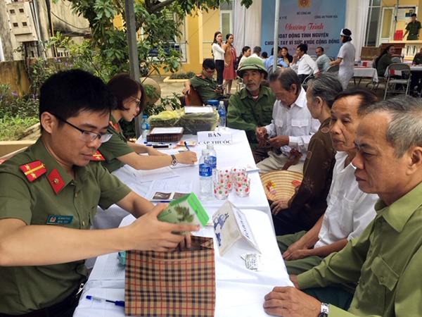Khám, cấp thuốc miễn phí cho các đối tượng chính sách xã Hà Phú, Thanh Hóa - Ảnh minh hoạ 7