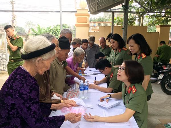 Khám, cấp thuốc miễn phí cho các đối tượng chính sách xã Hà Phú, Thanh Hóa - Ảnh minh hoạ 2