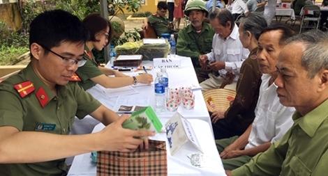 Khám, cấp thuốc miễn phí cho các đối tượng chính sách xã Hà Phú, Thanh Hóa