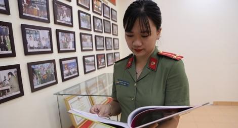 Nữ Trung úy trẻ có duyên với nhiều giải thưởng cuộc thi Tiếng Anh